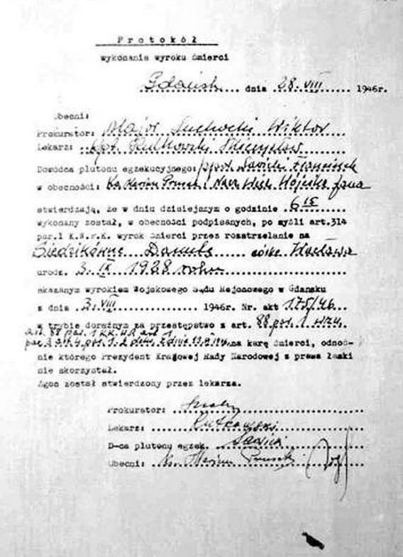 """Rankiem 28 VIII 1946 roku z celi w gdańskim więzieniu wyprowadzono 17-letnią dziewczynę. Odczytano wyrok, """"śmierć przez rozstrze 3"""