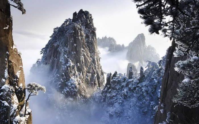 Góry w zimowej scenerii 20