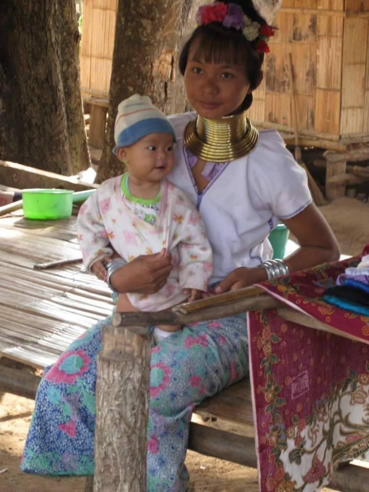 Długie szyje kobiet z plemienia Padaung 29