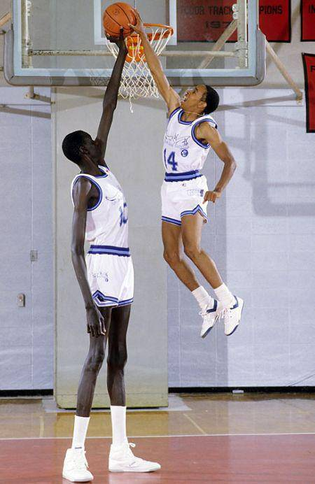 Manute Bol - najwyższy koszykarz 5