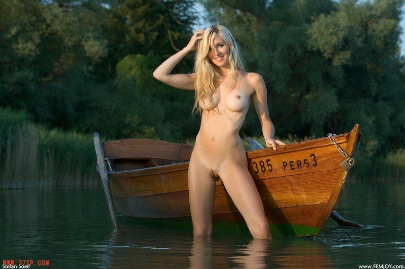 девки на озере голые фото