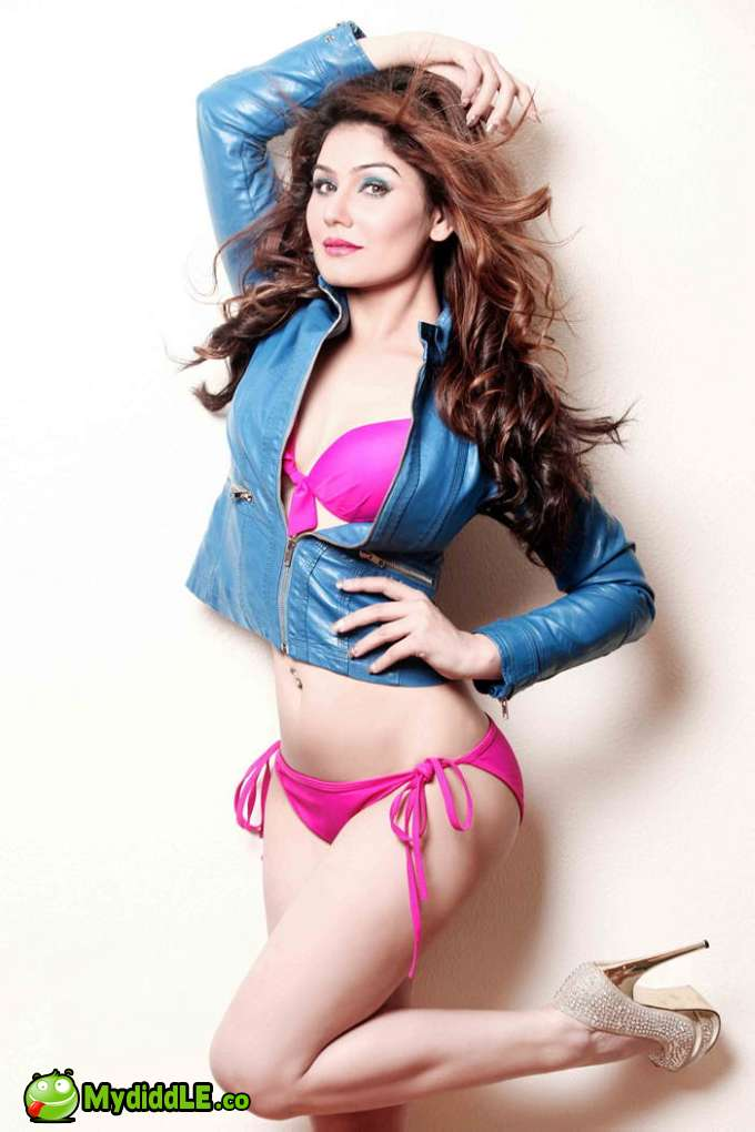 Kangna Sharma - Great Grand Masti Actress in Pink Bikini - Really Hot Photoshoot