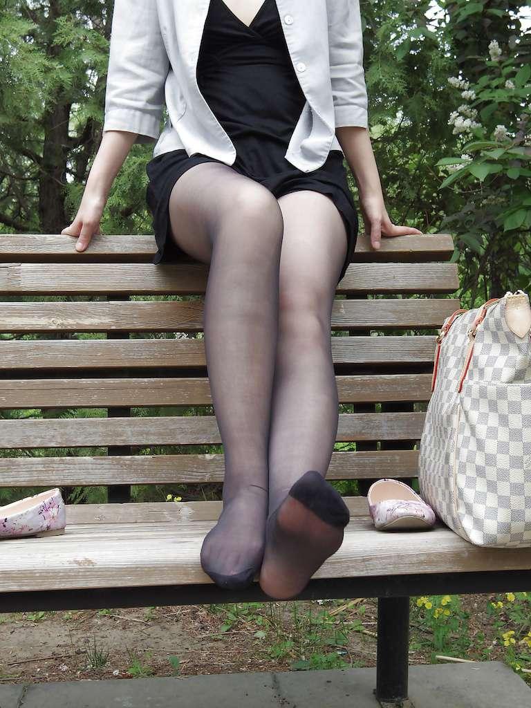 户外公园露出~熟女的休闲时光回家顺便洗一下内衣