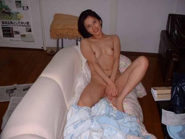 羞答答的鄰家日本妞,真实居家裸照外流