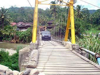 14966712b0eabcea8f0d7d84f407a2f78c92027b Kondisi Jembatan Gantung di Kotanopan Membahayakan
