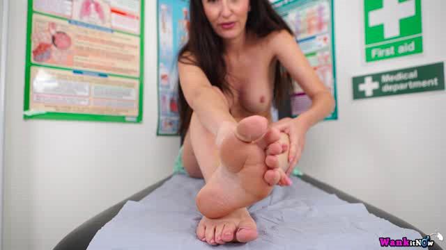 WankItNow 18 10 06 Sophia Smith Make My Feet Wet XXX