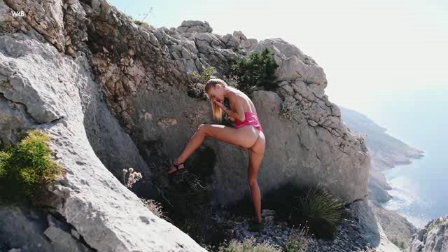 Watch4Beauty 19 10 14 Nancy A Mountain Adventure XXX